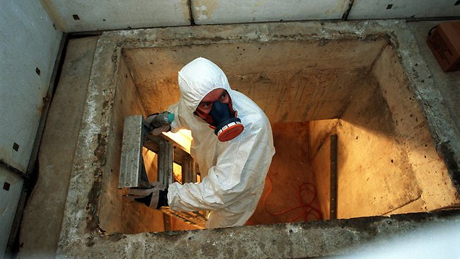 who is qualified to deal with asbestos in british columbia